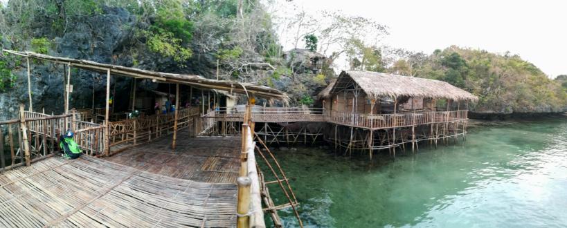 Restaurante de bamboo en Cuenco Island