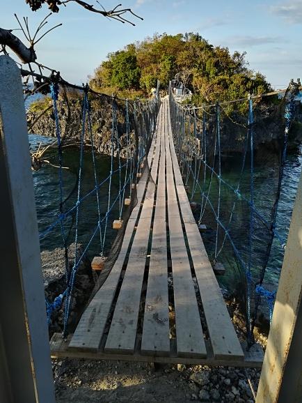 Puente de unión de Quezon y la isla vecina