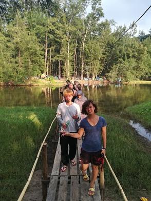 Sobre el puente al campamento