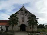 Iglesia al inicio del pueblo