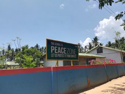 En Palawan existen entre otros varios conflictos uno de ellos por deforestación ilegal, otro hay una tribu o etnia la cual esta en peligro de desaparecer por la desaparición de los bosque y la prohibiciones del gobierno que impiden su forma de vida ancestral, a parte de esto seguro que alguno mas que se nos escapa, por lo que no es oro todo lo que reluce.