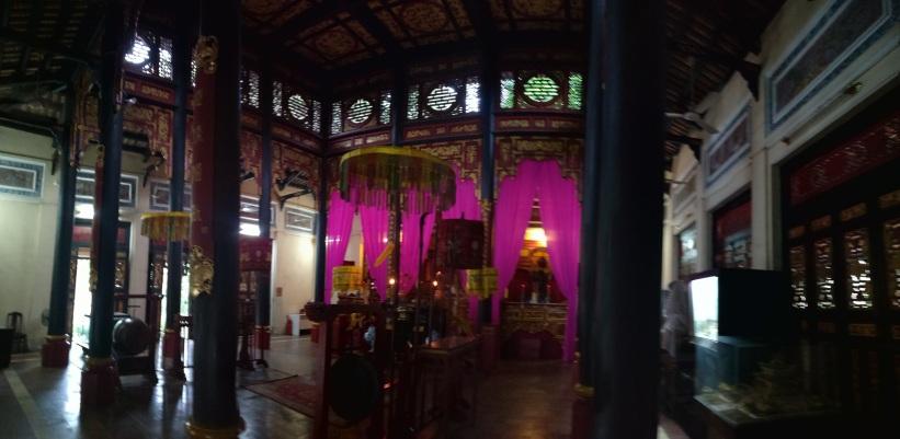 Templo frente al museo de historia