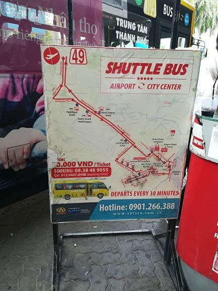 Si vas a la zona centro desde el aeroperto existe un bus Amarillo que por menos de 1E te lleva hasta allí, sin tener que sufrir los engaños de los Taxis ademas ahorrandote un dinerico
