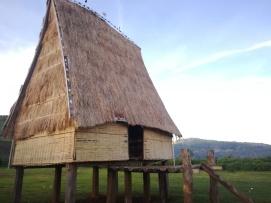 Estas casas son comunales y sueles estar en el centro de los poblados.