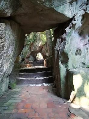 Pasillo entre la cueva Tang Chon y el templo