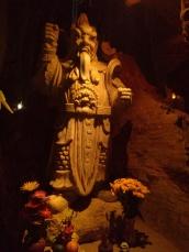 Figura del demonio en la cueva del infierno (Am Phu)