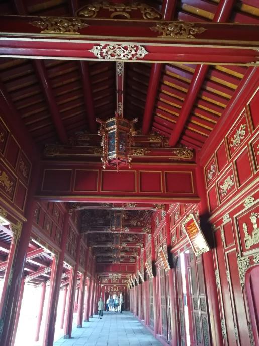 Los pasillos para proteger al emperador del agua, del sol...
