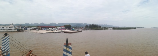 Llegada del Ferry a Cat Ba