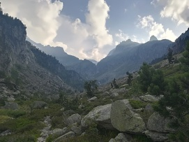 Desde este punto se observa el valle y el refu en el centro a la izquierda brillando