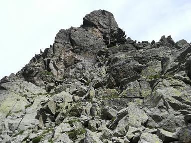 Punta de la Aguja desde el collado donde se hace un rapel de 30m
