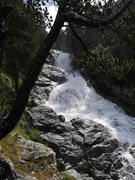 Cascada en la primera parte del camino