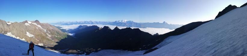 En mitad del glaciar con el valle al fondo